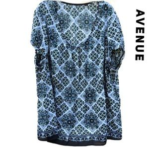 Avenue 26/28W Sheer Geometric Floral patterned Top